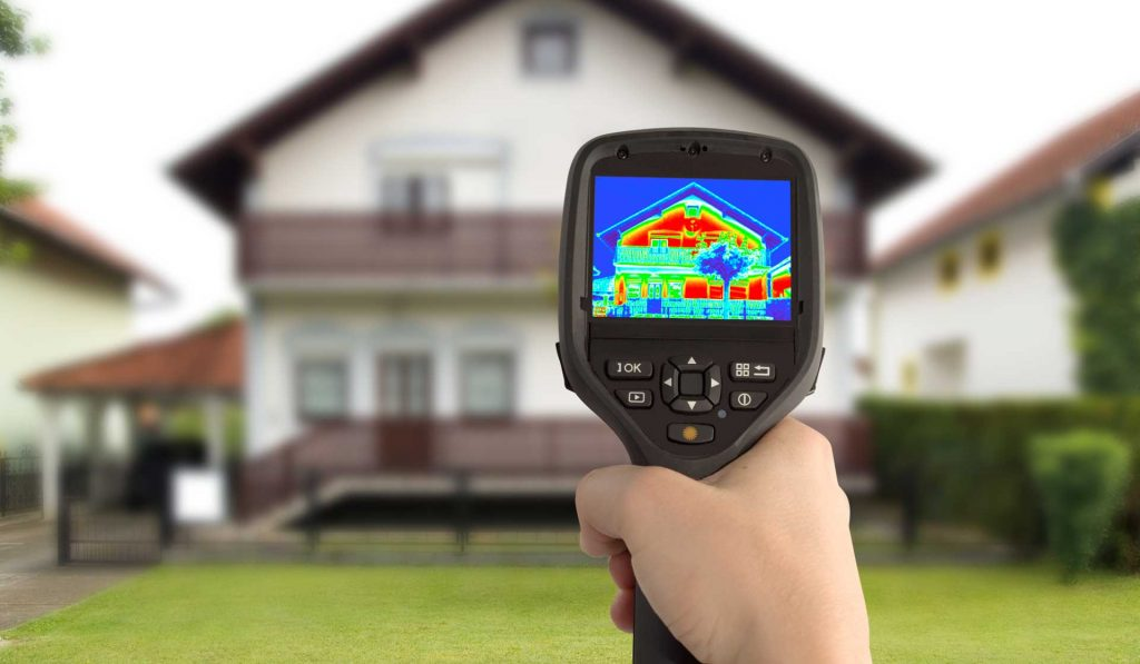 Home efficiency test thermal imaging of heat loss